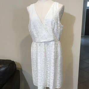 White lace sleeveless dress size 16